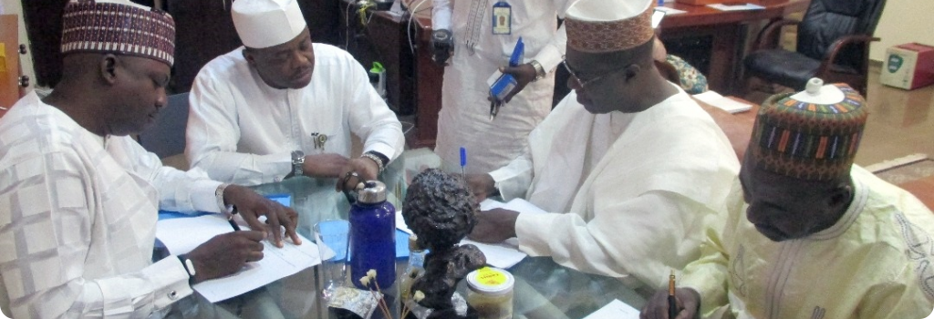 Unterschrift durch den Stabschef von D.A.R.E. Yahaya Ahmed